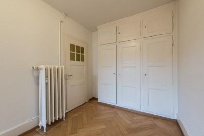 Zimmer mit Einbauschränken (das Bild kann vom Original abweichen)
