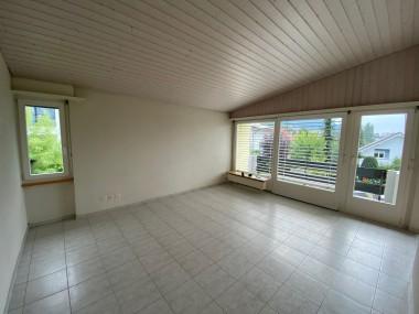Schöne Wohnung im Dachstock eines Einfamilienhauses