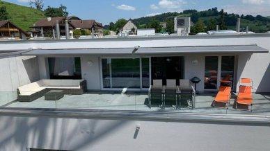 Grosse Terrasse mit 58.0 m2