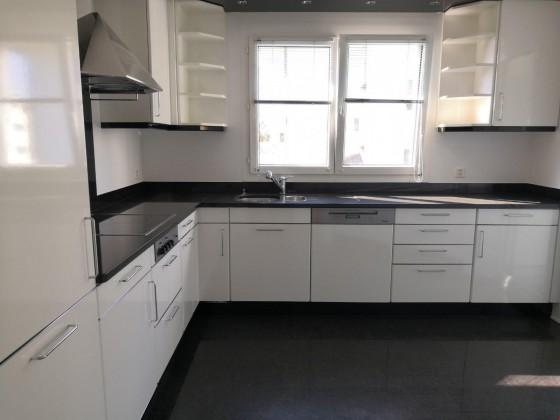 Grosse Küche mit Miele Geräten