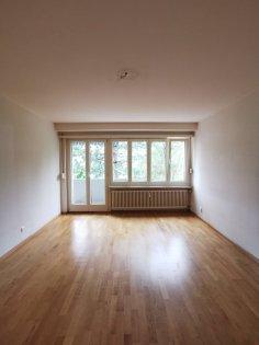 Wohnzimmer mit Balkonausgang