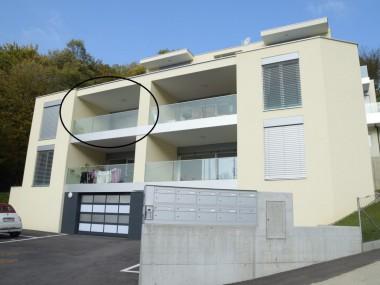 Vendesi grazioso appartamento-attico di 4.5 locali nel verde