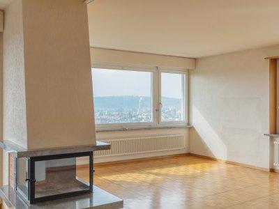 Charmantes Wohnzimmer mit Cheminée und Weitsicht