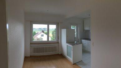 Wohndiele mit Fenster und Platz für grossen Esstisch