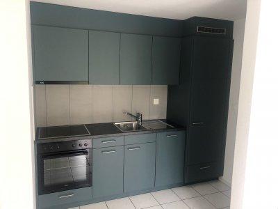 Praktische Küche, grosser Kühlschrank, Geschirrspüler